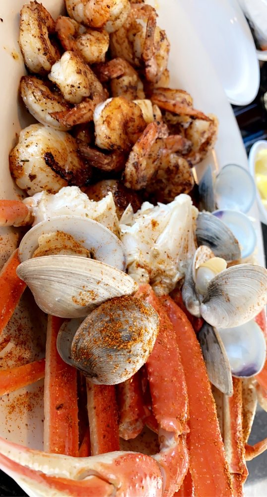 The Full Moon Oyster Bar - Southern Pines: 134 Brucewood Rd, Southern Pines, NC