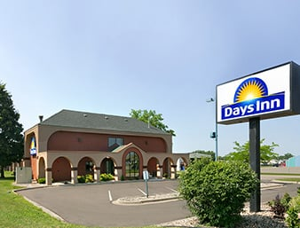 Days Inn by Wyndham Willmar: 225 28th Street Southeast, Willmar, MN