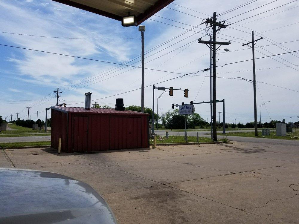 Camelback Corner Convience Store: 4001 N Highway 81, Duncan, OK