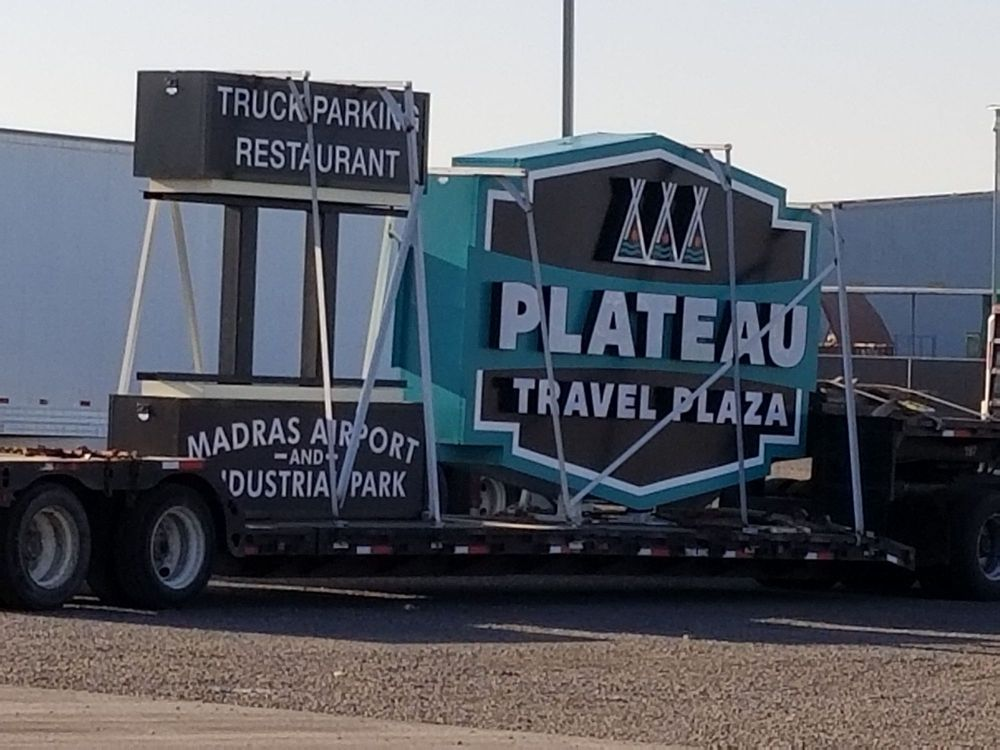 Plateau Travel Plaza: 215 Nw Cherry Ln, Madras, OR