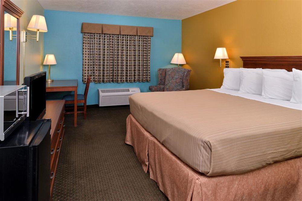 Americas Best Value Inn Seymour: 1000 East Clinton Avenue, Seymour, MO