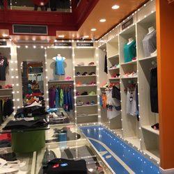 Space23 roma abbigliamento sportivo corso vittorio for Corso roma abbigliamento