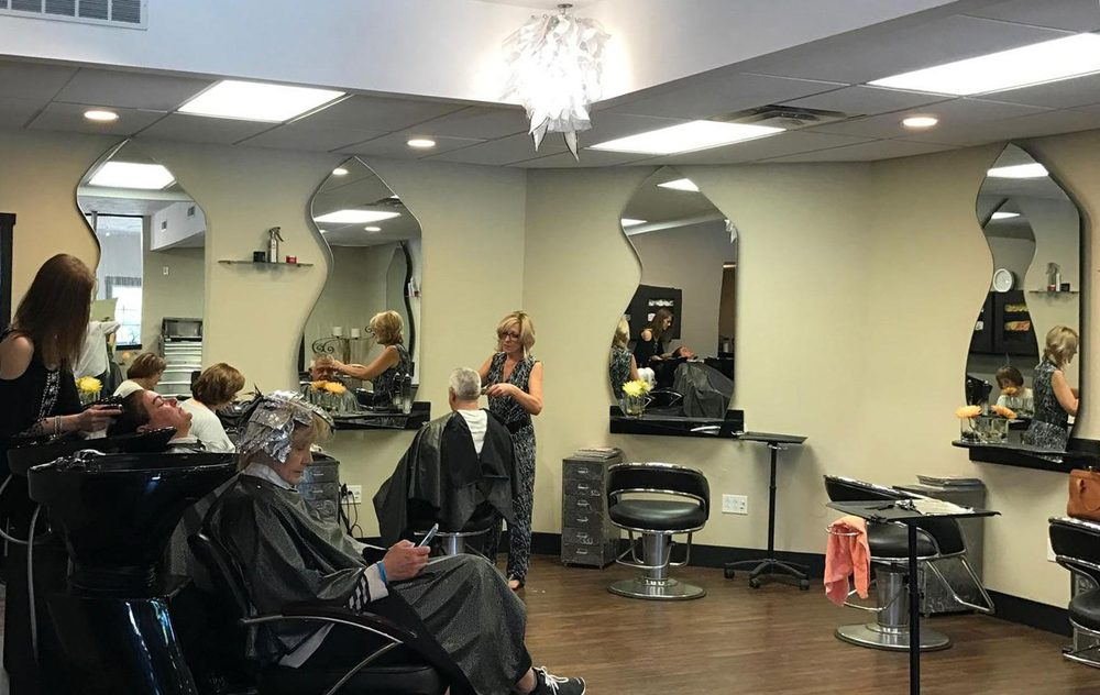 Fabrizio Salon: 34 E Aurora Rd, Northfield, OH