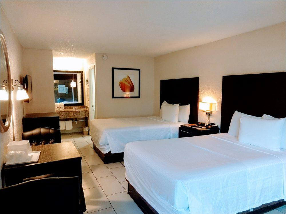 Red Carpet Inn - Airport/Cruise Port