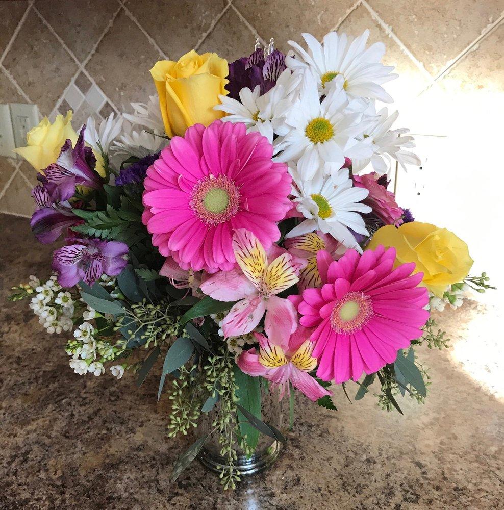 Fisher's Flower Basket: 662 N Gladstone Ave, Columbus, IN