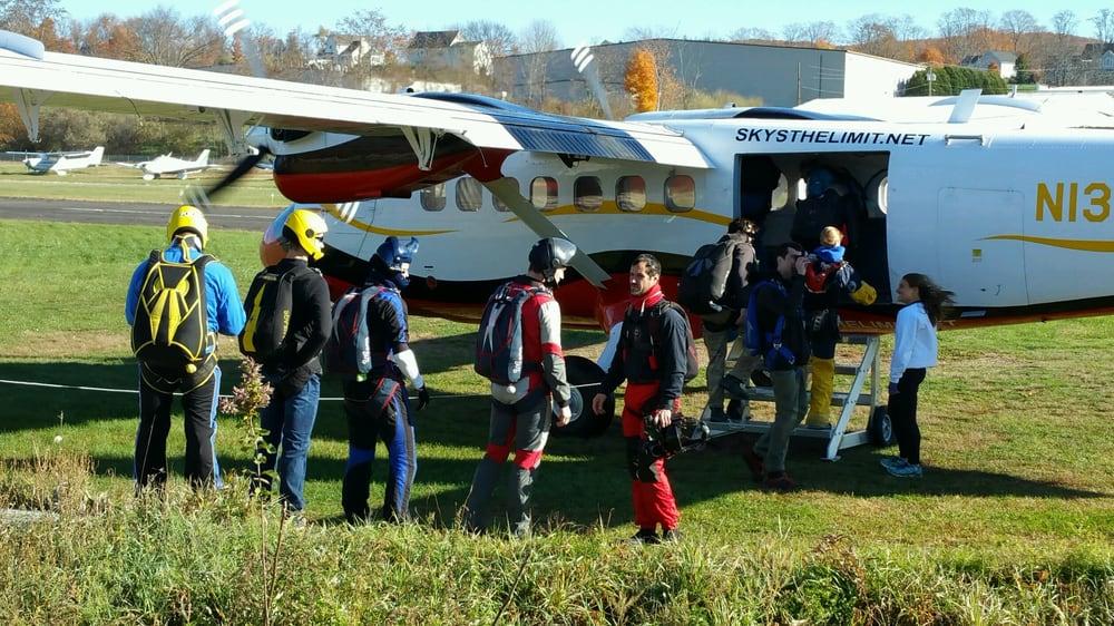 Connecticut Parachuting: 360 Somers Rd, Ellington, CT
