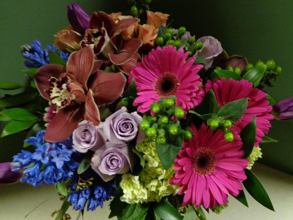 Bryn Mawr Flower Shop: 864 W Lancaster Ave, Bryn Mawr, PA