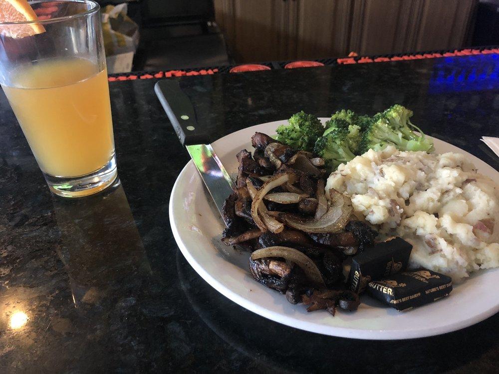 Libby's Bar & Grill: 47 Main St, Durham, NH