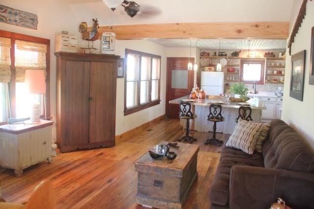 The Lark Inn: 421 Main St, Cottonwood Falls, KS