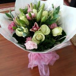 Photo de St Anne's Florist and Gift Baskets - Perth Western Australia, Australie. Lily's