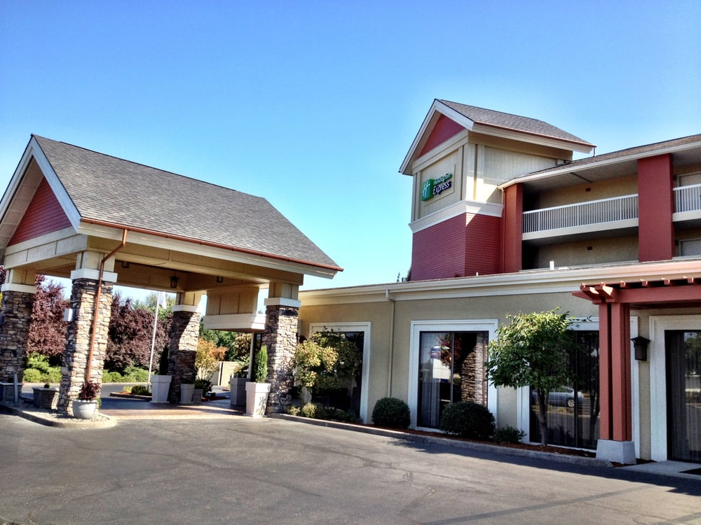 Holiday Inn Express - Roseburg: 375 W Harvard Ave, Roseburg, OR