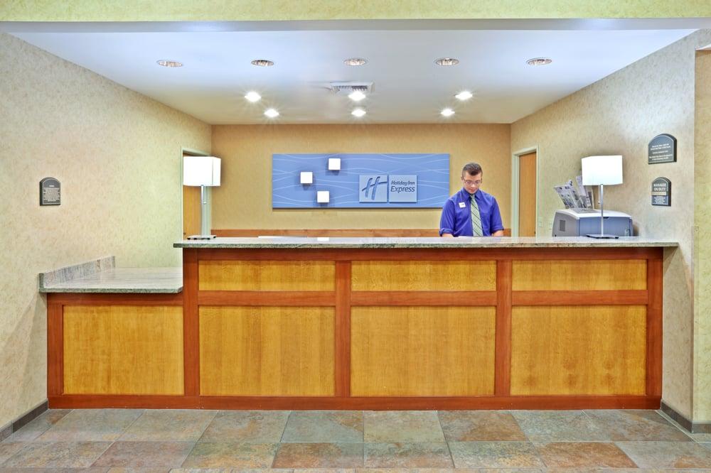 Holiday Inn Express & Suites Cheney: 111 Betz Rd, Cheney, WA