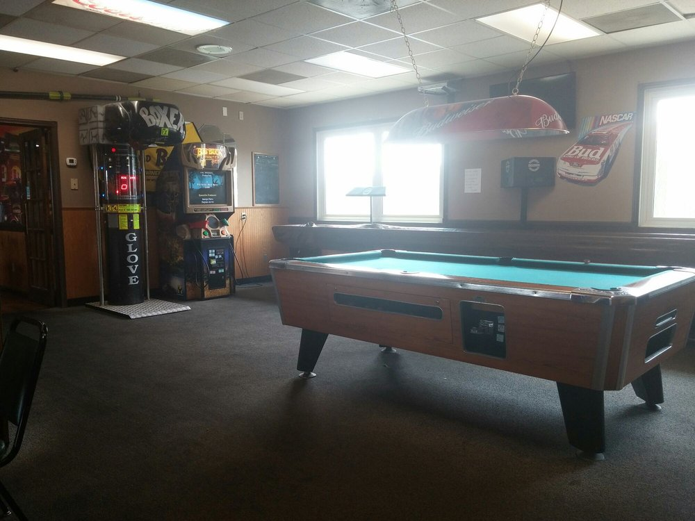 The J Sports Bar & Grill: 333 S 1st St, Albion, NE