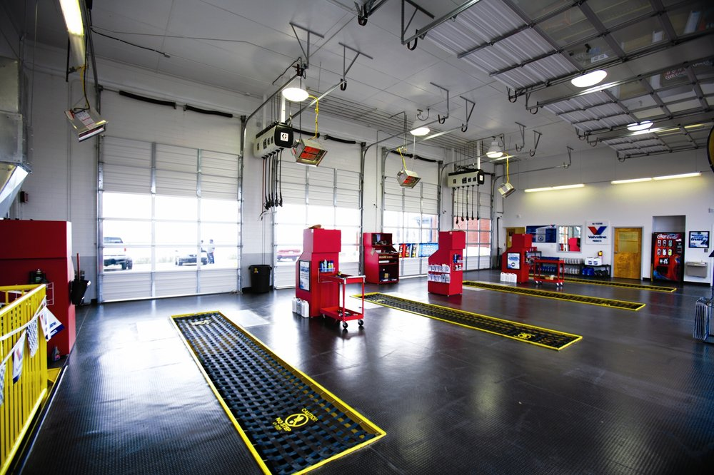 Express Oil Change & Tire Engineers: 25 W 63rd St, Westmont, IL