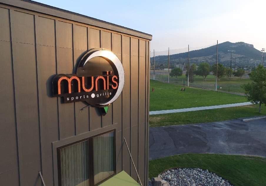 Muni's Sports Grill