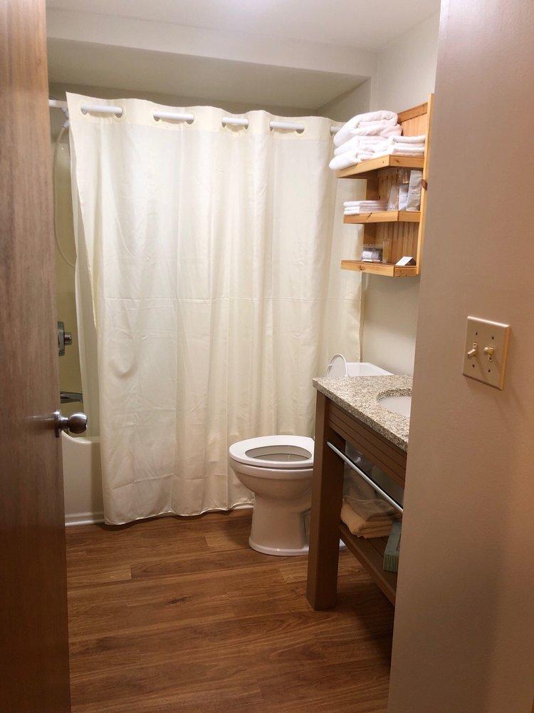 Northshore Motel: 801 E Lake Shore Dr, Manistique, MI