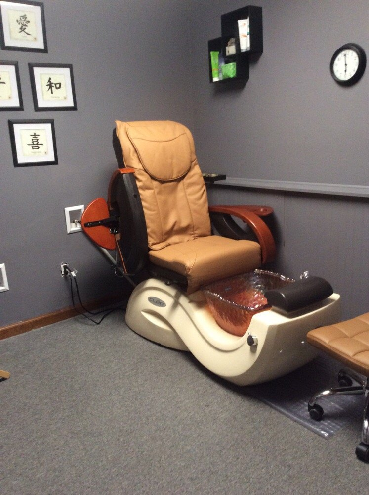 Unwind Day Spa & Nail Bar: 519 Professional Way, Kendallville, IN