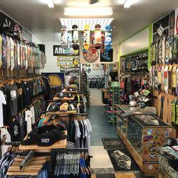 outlet store 34217 c7427 District Skate Shop - 30 photos & 31 avis - Patins et ...