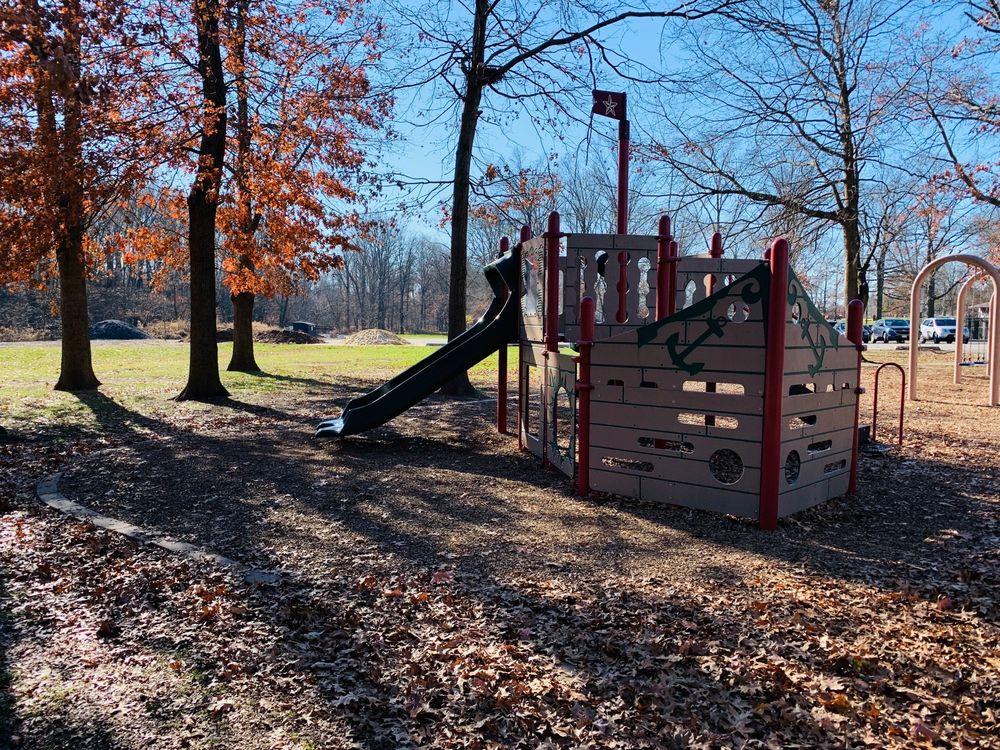 Merril Park: Fairview Ave, Colonia, NJ
