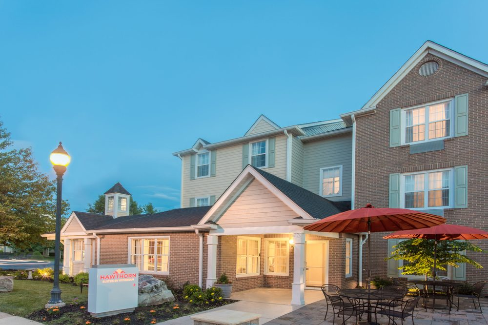 Hawthorn Suites By Wyndham Sterling Dulles: 21123 Whitfield Place, Sterling, VA