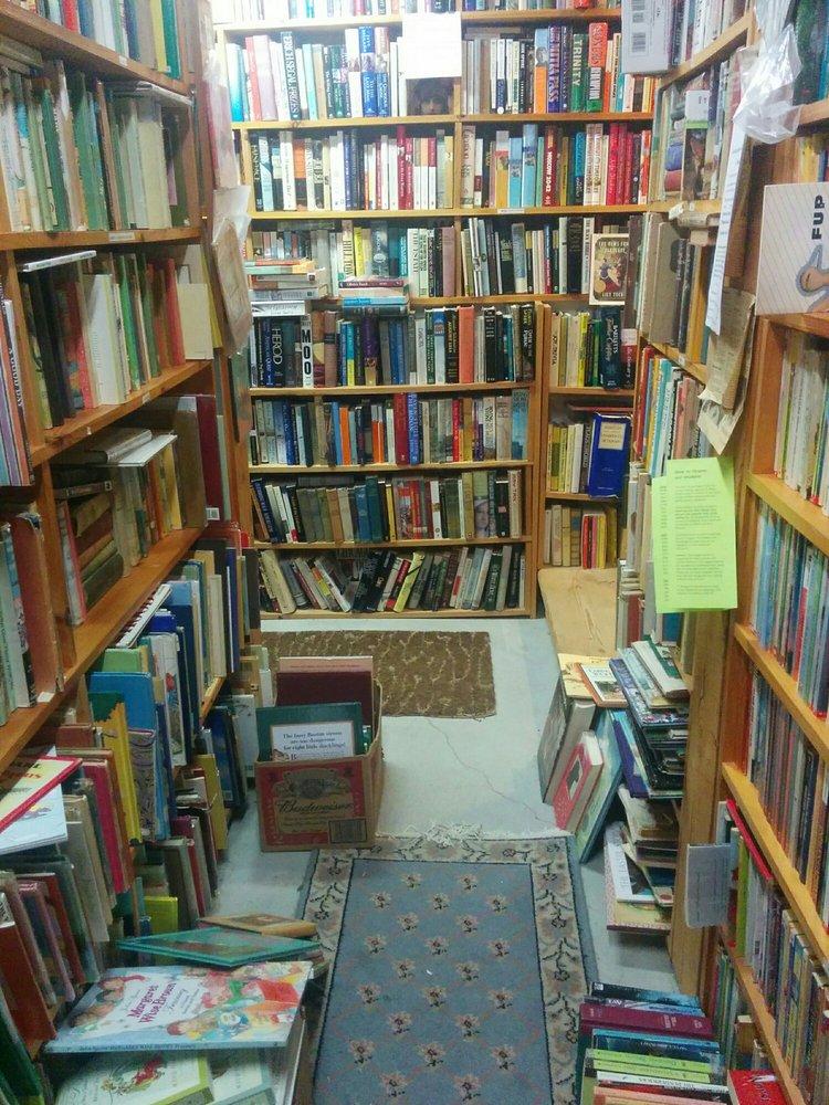 Books by the Lake: 2847 State Rte 114, Bradford, NH