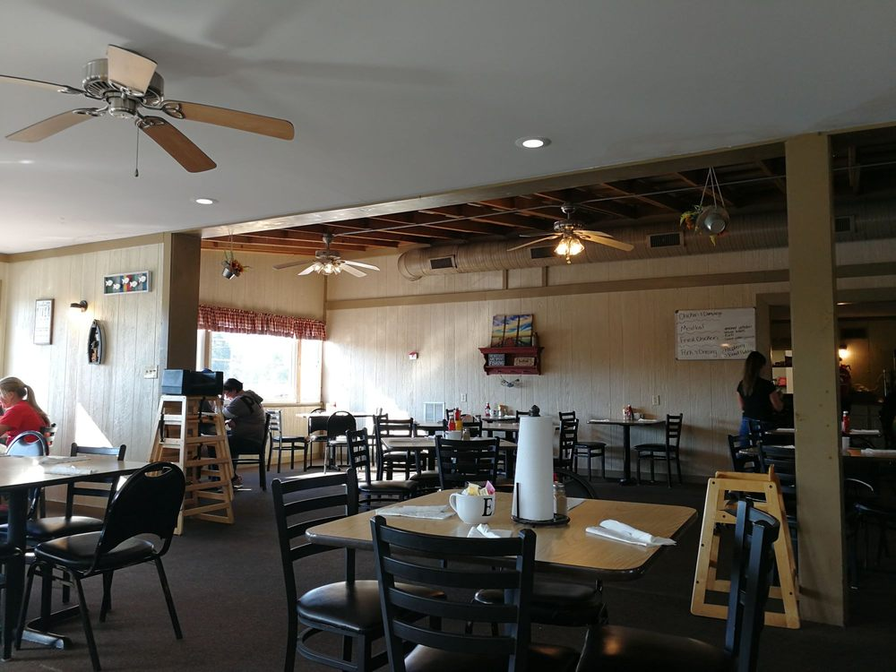 Twin Rivers Restaurant: 1120 Hydraulic Ave, Mount Carmel, IL