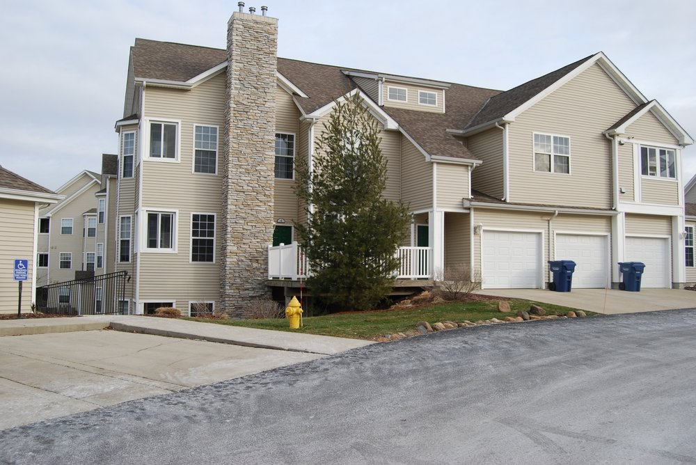 Hills of Aberdeen Apartment Homes: 247 Marcliffe Dr, Valparaiso, IN