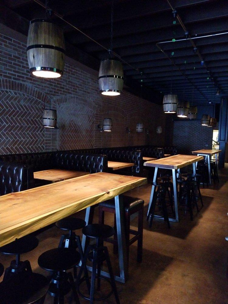 Brownie's Lounge: 5858 S Land Park Dr, Sacramento, CA