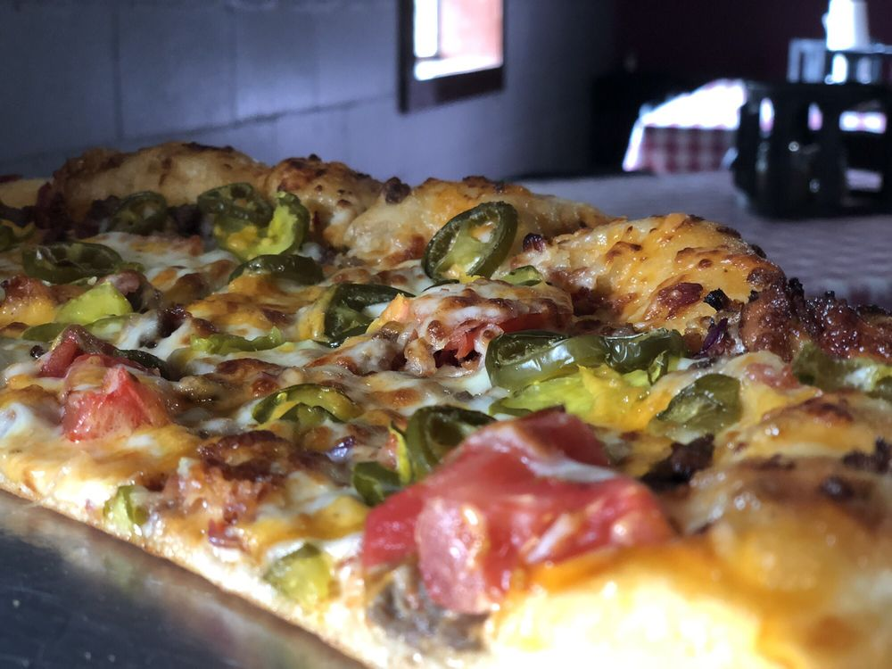 Doc & Shree's Pizza Pub: 91 South Oak St, Lakeland, GA