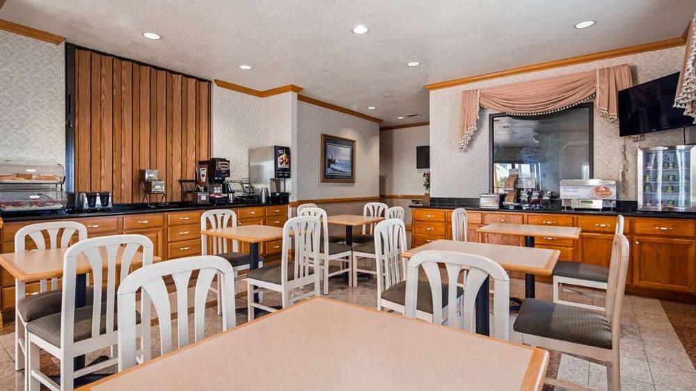 SureStay Hotel by Best Western Falfurrias: 2299 S US Highway 281, Falfurrias, TX