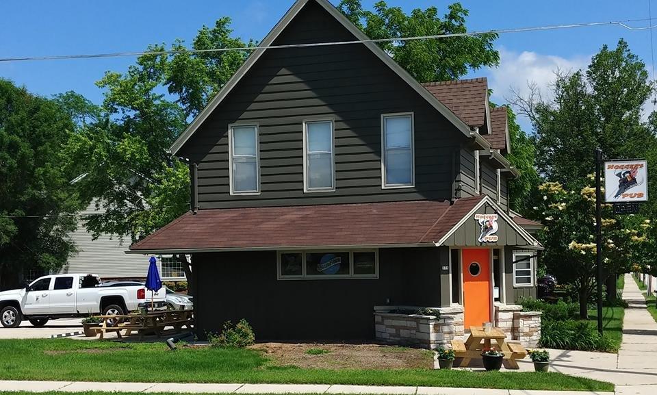 Hoggers Pub: 375 Cottonwood Ave, Hartland, WI
