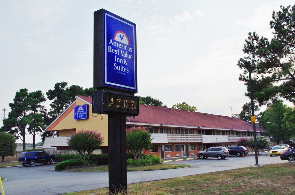 Americas Best Value Inn & Suites Little Rock: 7900 Scott Hamilton Dr, Little Rock, AR