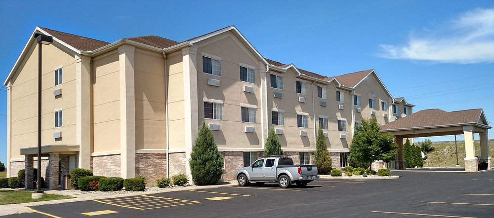 Napoleon Inn & Suites: 1290 Independence Dr, Napoleon, OH