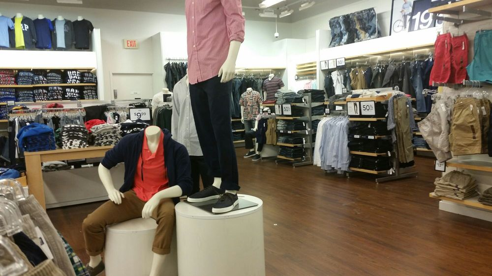 Gap Outlet: 241 Fort Evans Rd NE, Leesburg, VA