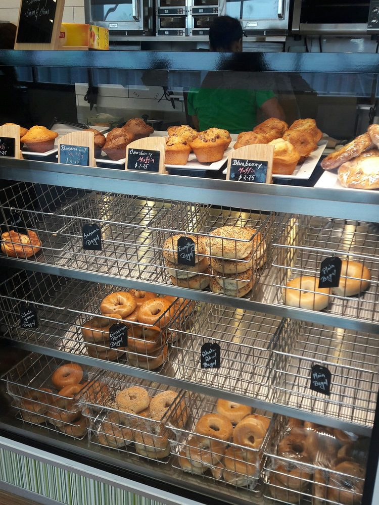 Dulles Gourmet Market: 1 Saarinen Cir, Dulles, VA