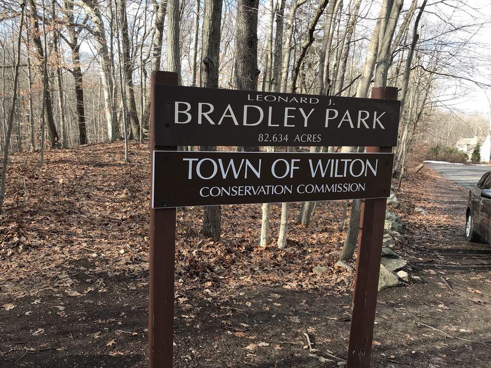 Bradley Park: 37-59 Oak Ledge Ln, Wilton, CT