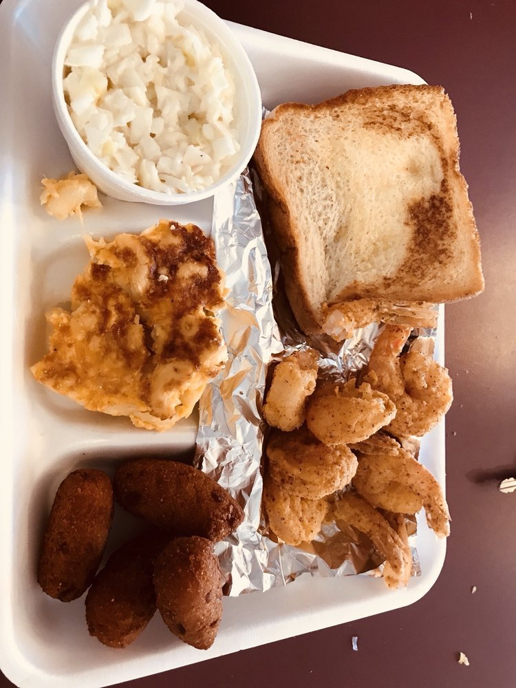 Food from D & B Fried Fish & Barbecue