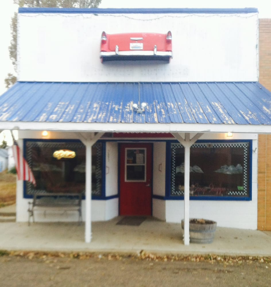 Badlands Cafe & Scoop Shoppe: 205 S Logan, Terry, MT
