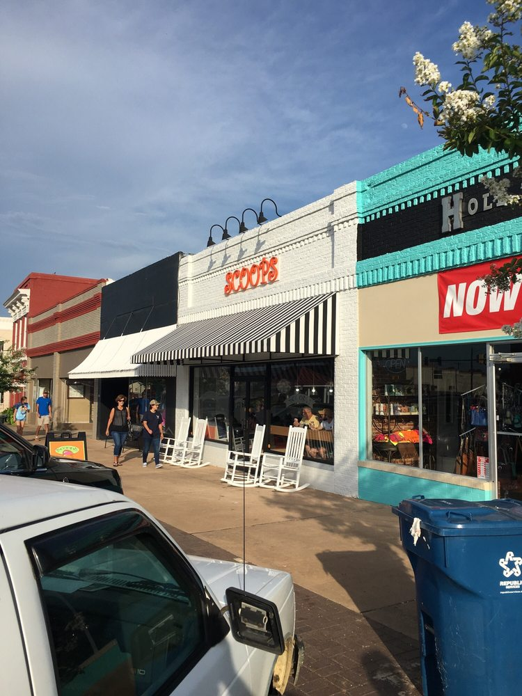 ScoopS: 109 SW Broad St, Lyons, GA