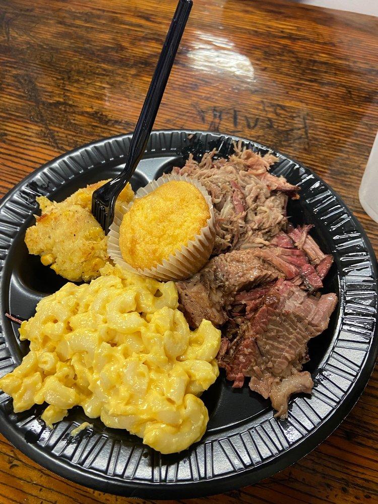 Blackburn's BBQ: 169 5th St, Eagle Lake, FL