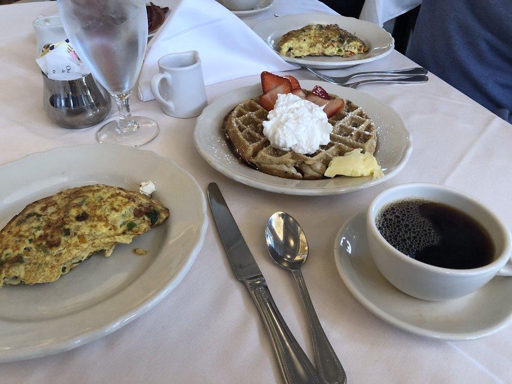 The Dining Room: 7696 Sam Snead Hwy, Hot Springs, VA