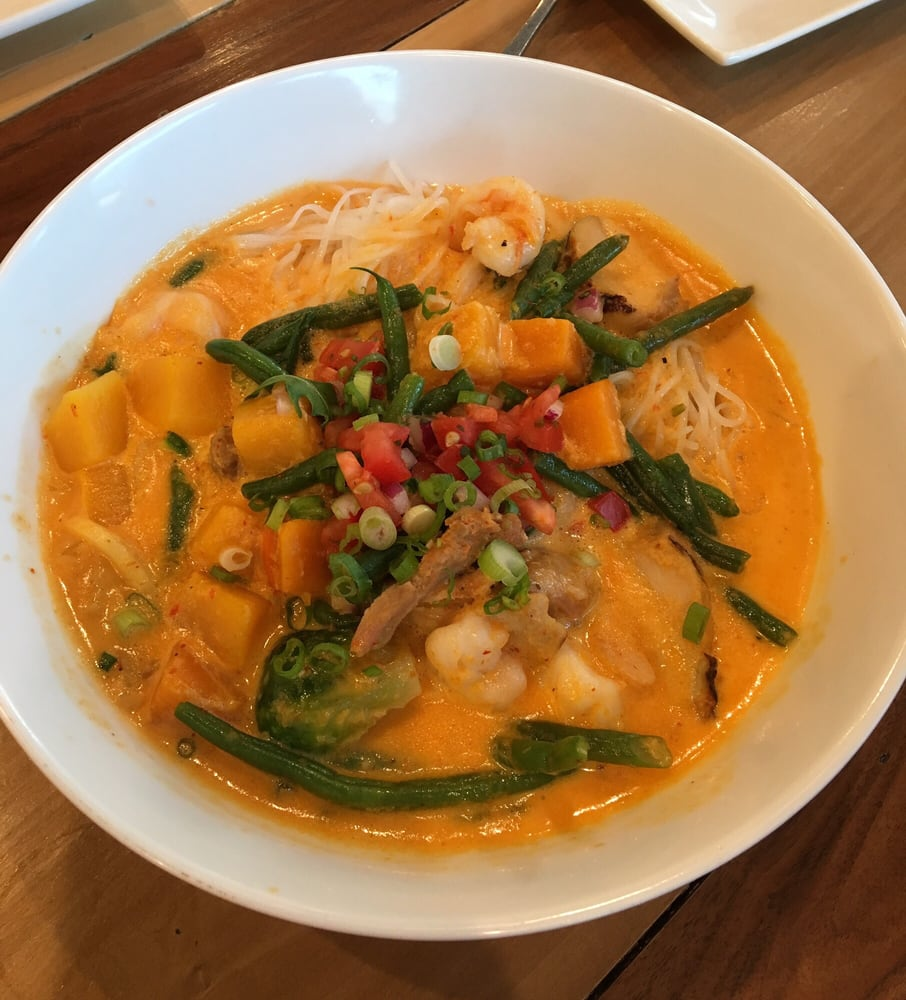 Thai curry noodles with shrimp chicken string beans and for Food bar harrisonburg