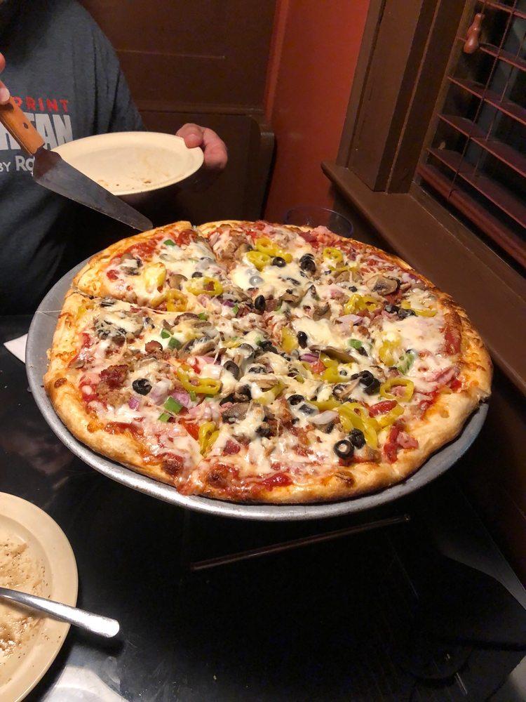 Calacino's Pizzeria: 3611 Robert C Byrd Dr, Beckley, WV