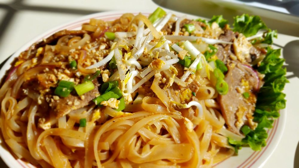 Mama Mai's Noodle Cafe: 2824 Stanley St, Stevens Point, WI