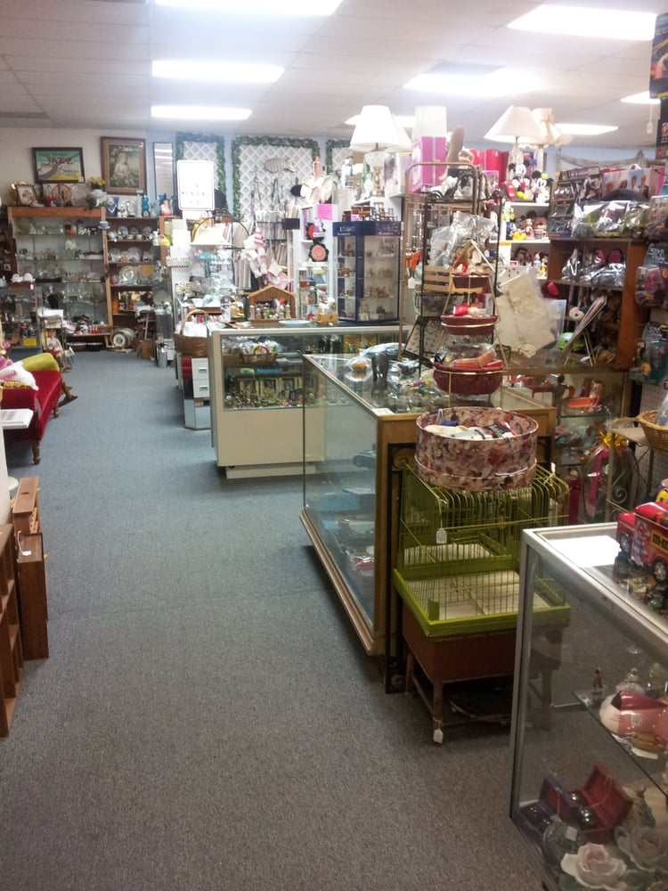 Marigold Antique & Collectibles Mall: 2684 Gateway Dr, Anderson, CA