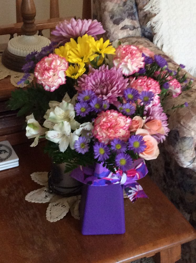 Country Girl Floral: 218 S 5th St, Menno, SD