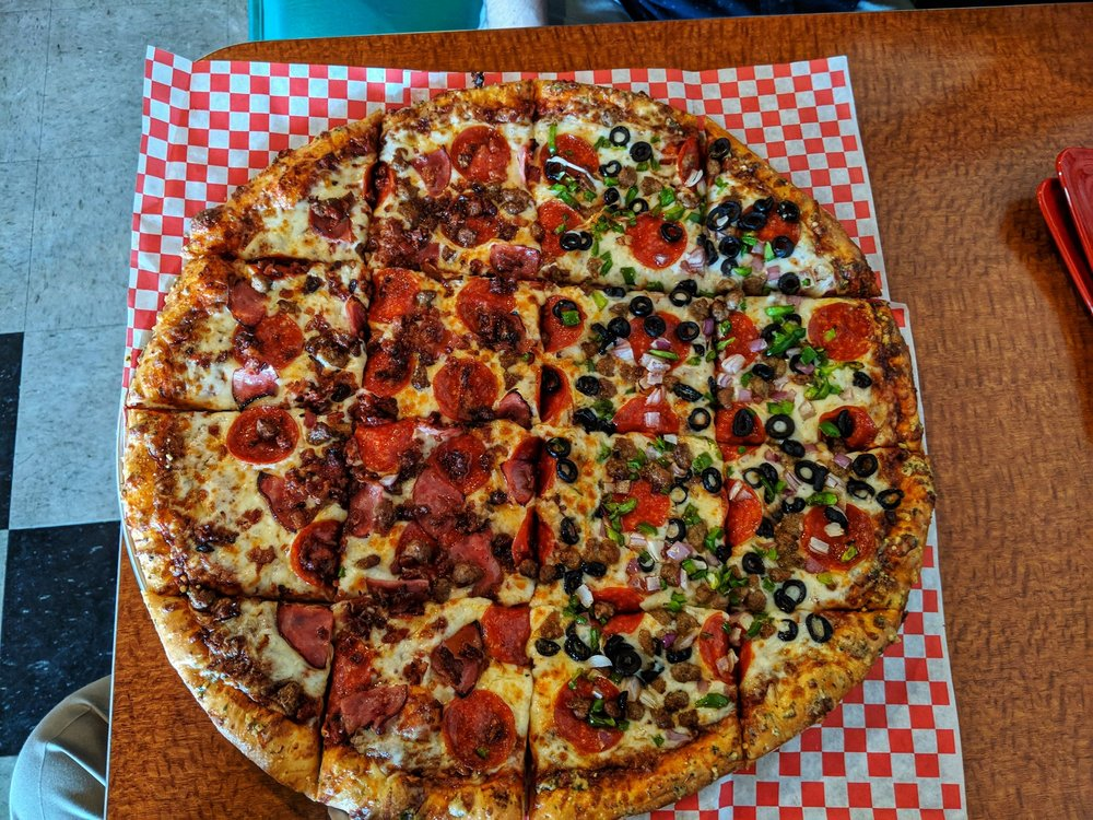 Food from Louies Pizzeria