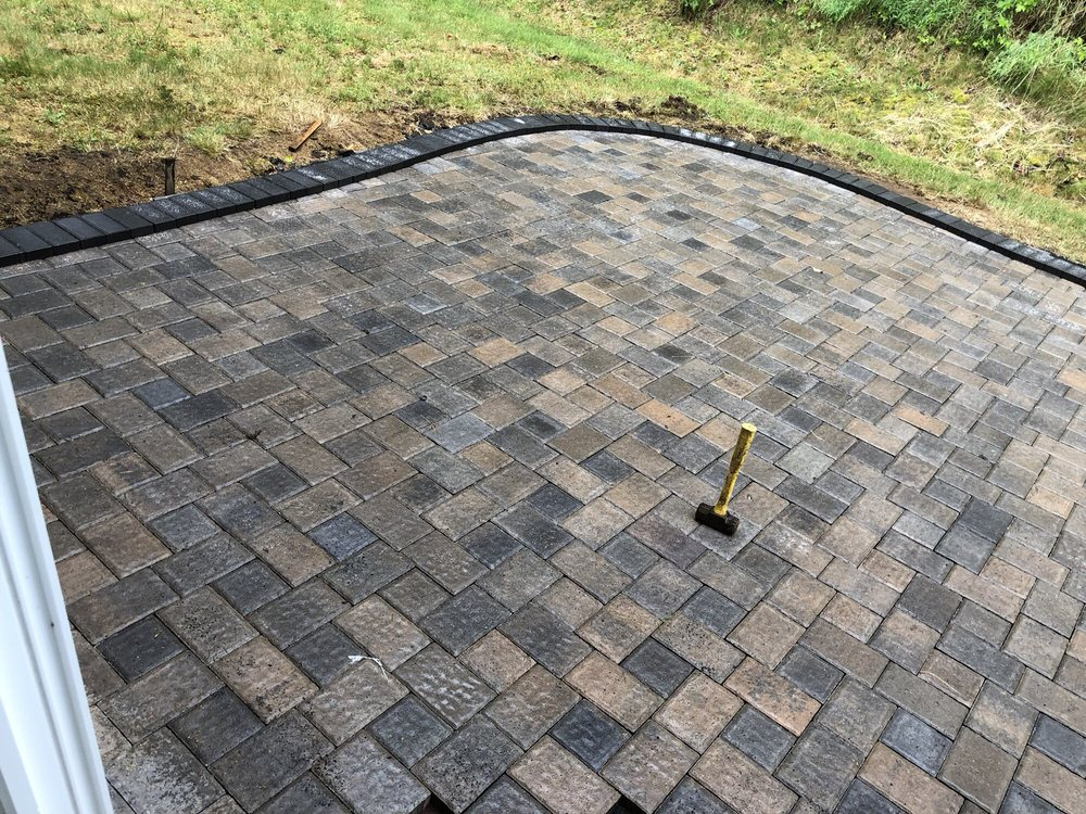 B and B Landscaping Services: Castle Rock, WA