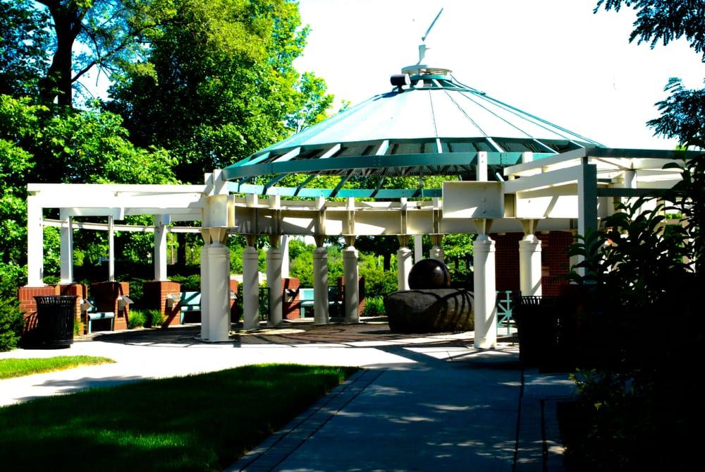 Bloch Cancer Survivor's Plaza