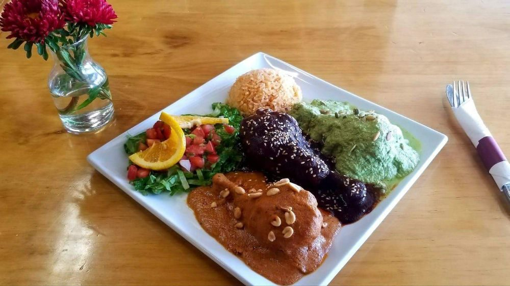 Plazuelas Mexican Restaurant & Taqueria: 40015 Hwy 49, Oakhurst, CA